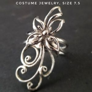 Costume Jewelry Silver-toned ring